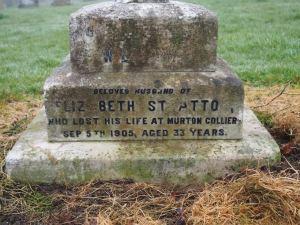 stratton grave 03