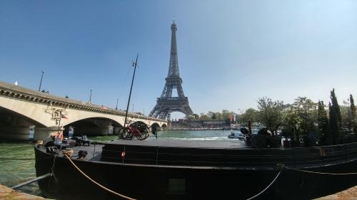 Eiffel tower locks river 2